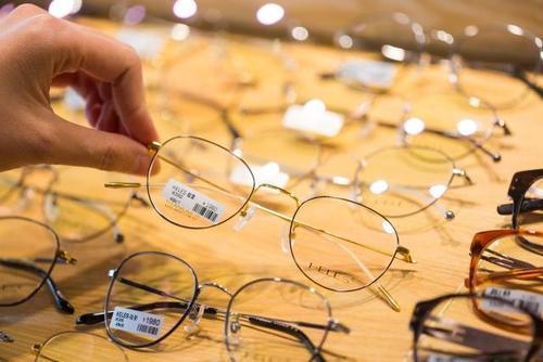 眼镜商家如何利用短信刺激老客户再次来店?